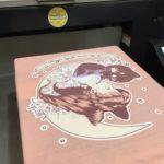 Chegou o futuro da estampagem de t-shirts. Diz olá à Impressão Direta