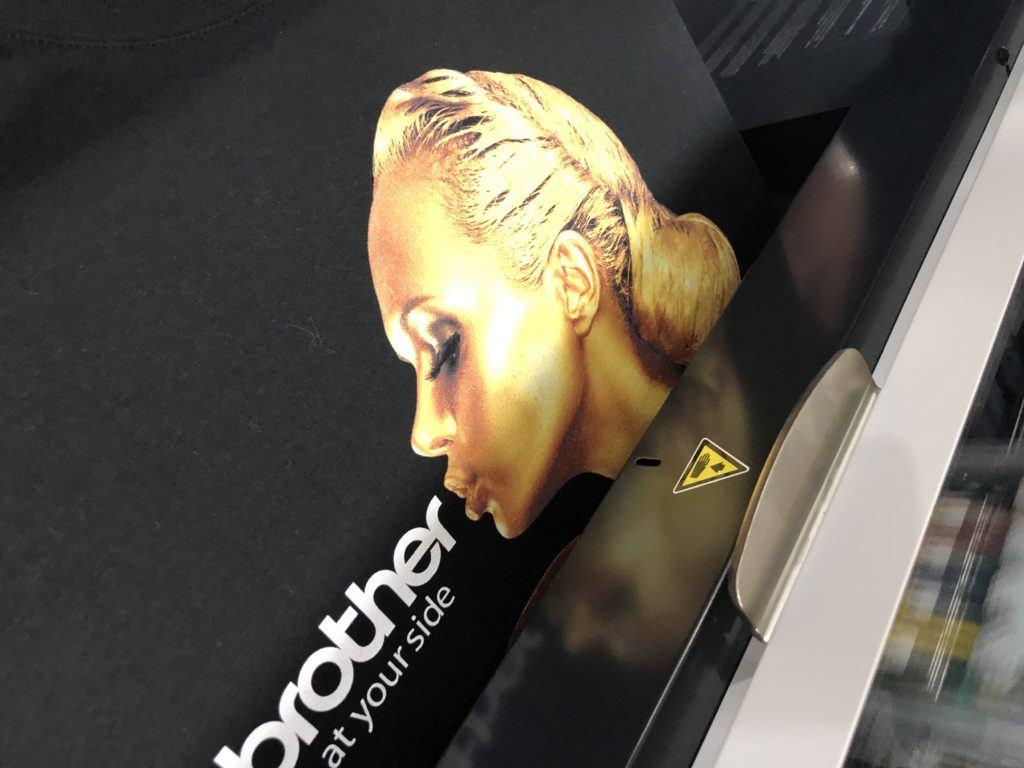 Impressão Direta com Tinta Dourada